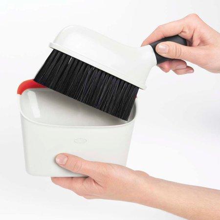 Vassoura e Pá Compacta OXO Branco e Laranja